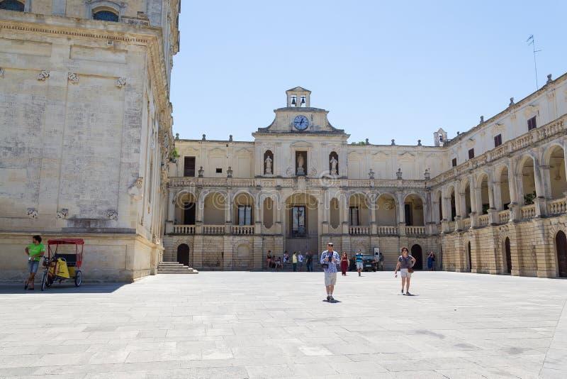 Piazza del Duomo vierkant, het gebied van Puglia, zuidelijk Italië royalty-vrije stock afbeelding