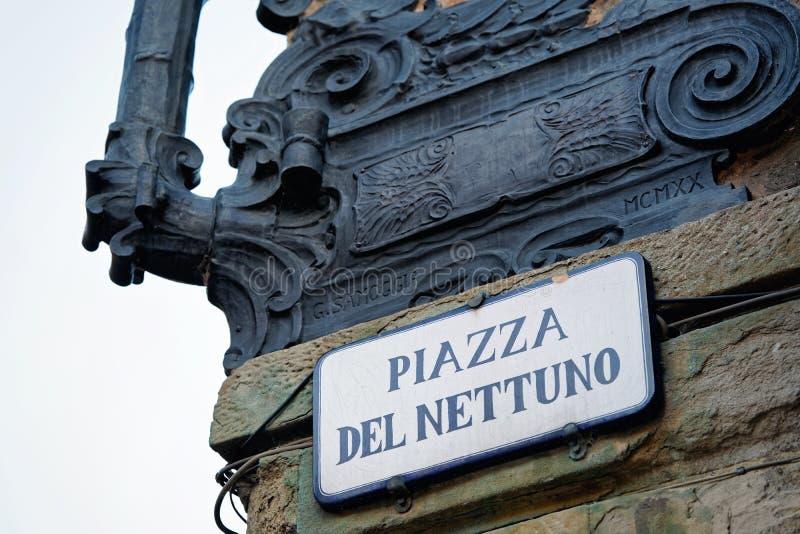 Piazza del Nettuno Street teken op muur in Bologna royalty-vrije stock afbeelding