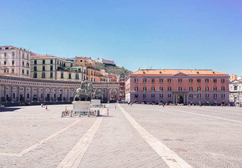 Piazza del Plebiscito, Nápoles Italia imágenes de archivo libres de regalías