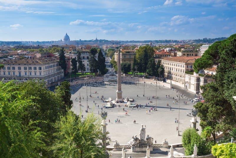Piazza del Popolo (cuadrado de la gente nombrado después de fotos de archivo