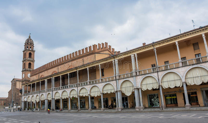 Piazza Del Popolo in Faenza, Italien stockfotos