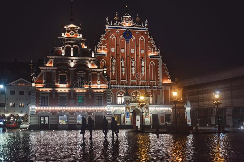Piazza della Città con la casa delle testine nere fotografia stock