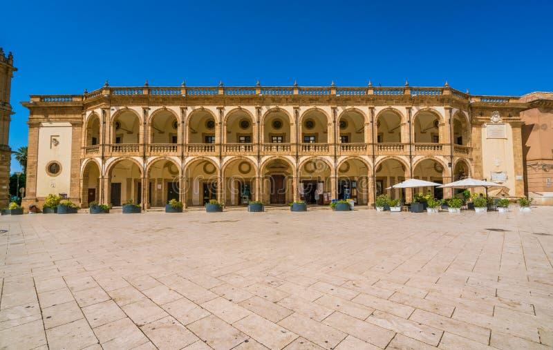 Piazza della Repubblica w Mazara Del Vallo, miasteczko w prowinci Trapani, Sicily, południowy Włochy zdjęcia royalty free
