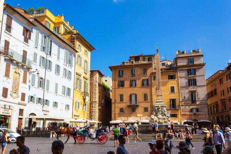 Piazza della Rotonda fountain e obelisk Roma Itália imagens de stock royalty free
