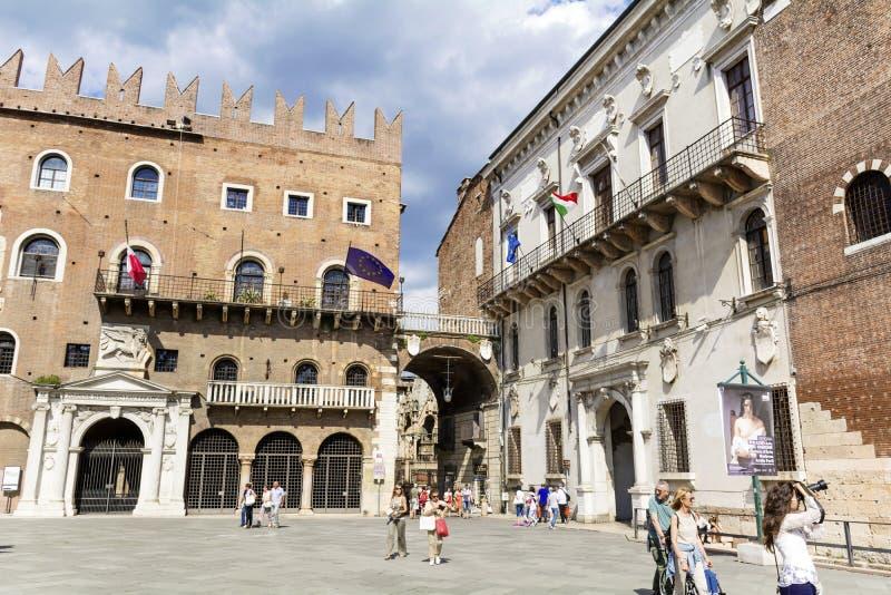Piazza delle Erbe in Verona, Italië royalty-vrije stock foto's