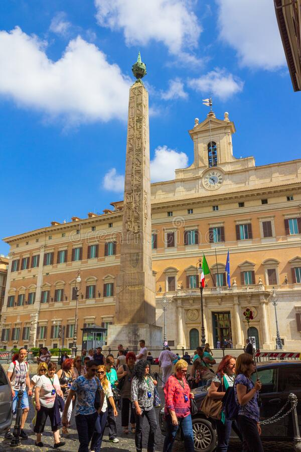 Piazza di Monte Citorio z Obeliskiem Rzym Włochy zdjęcie stock