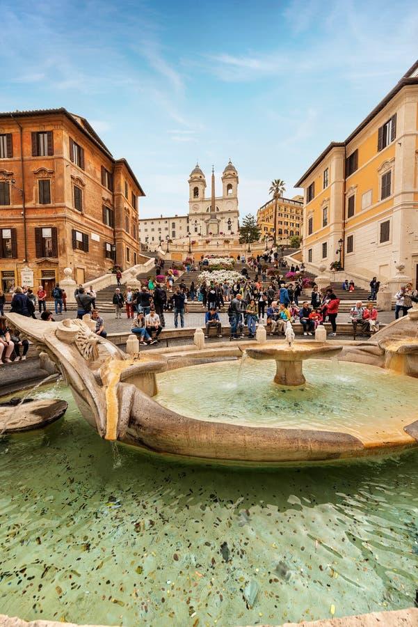 Piazza di Spagna和Barcaccia喷泉-罗马意大利 库存图片