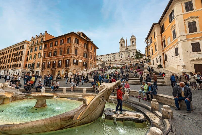 Piazza di Spagna和Barcaccia喷泉-罗马意大利 库存照片