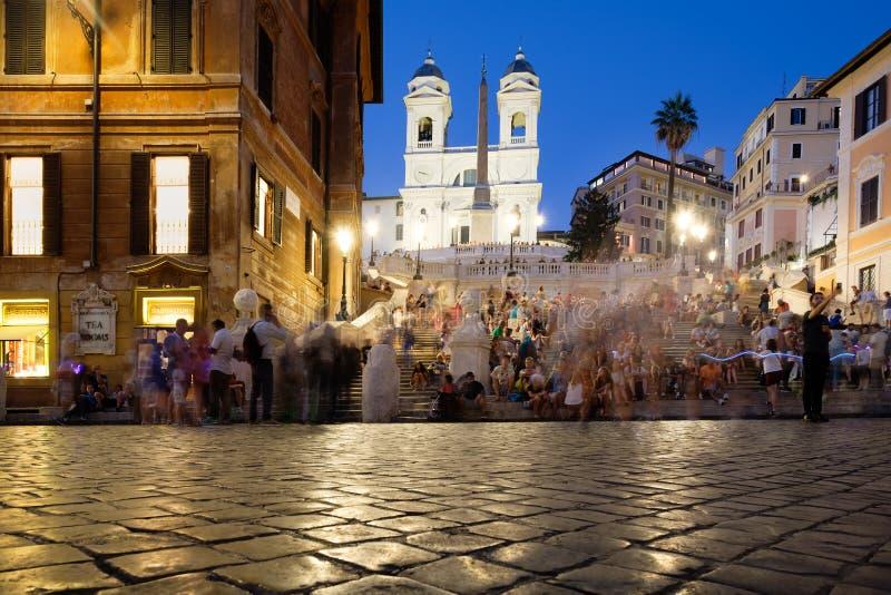Piazza Di Spagna en de Spaanse Stappen in centraal Rome bij nacht stock foto's