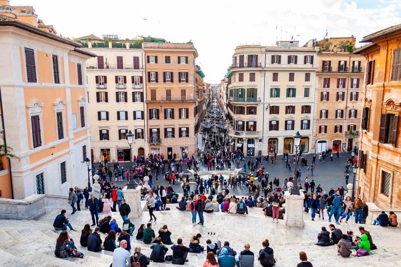 Piazza Di Spagna, het vierkant van Spanje bij de bodem van de Spaanse Stappen, is één van de beroemdste vierkanten in het hoogtep stock foto's
