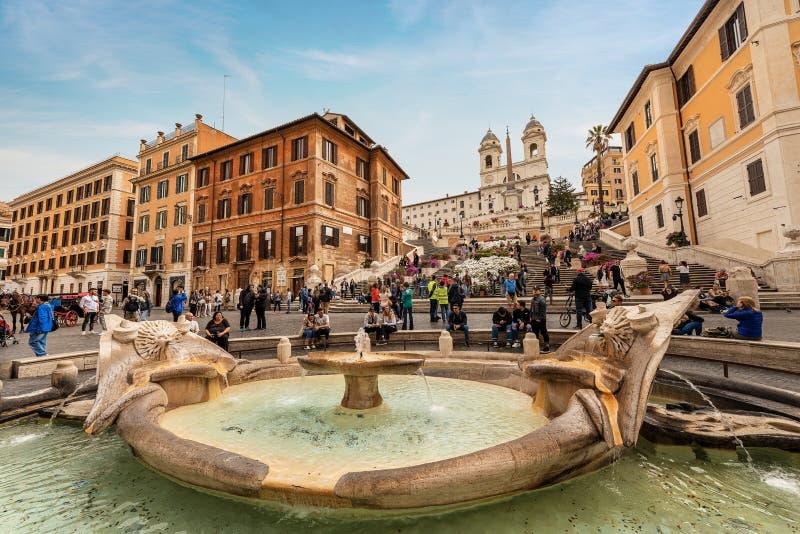 Piazza di Spagna y fuente de Barcaccia - Roma Italia foto de archivo libre de regalías