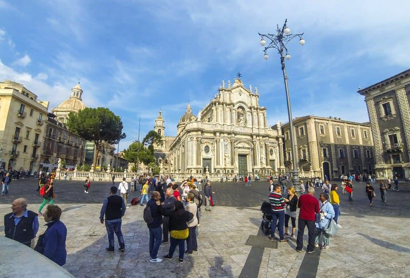 Piazza Duomo e catedral de Santa Agatha, Catania, It?lia foto de stock