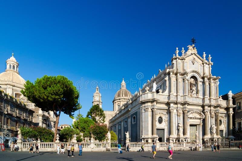 Piazza Duomo e catedral de Santa Agatha Catania, Sicília, Itália imagens de stock