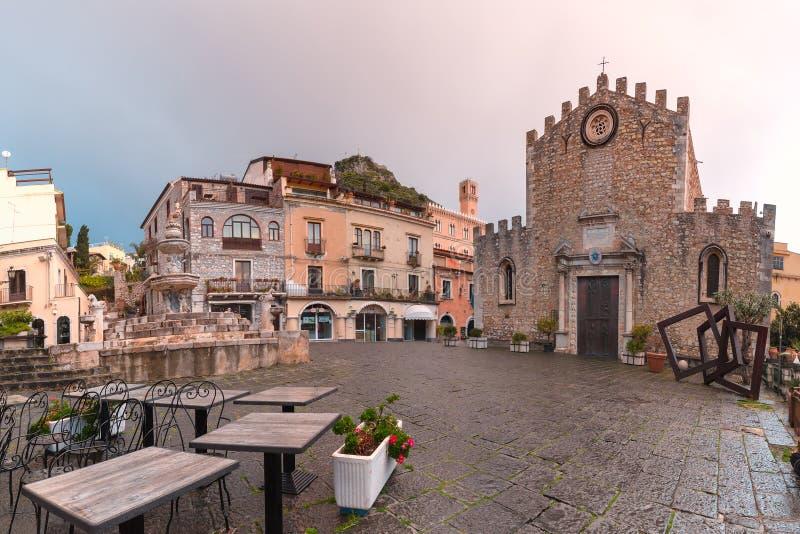 Piazza Duomo em Taormina, Sic?lia, It?lia fotos de stock royalty free