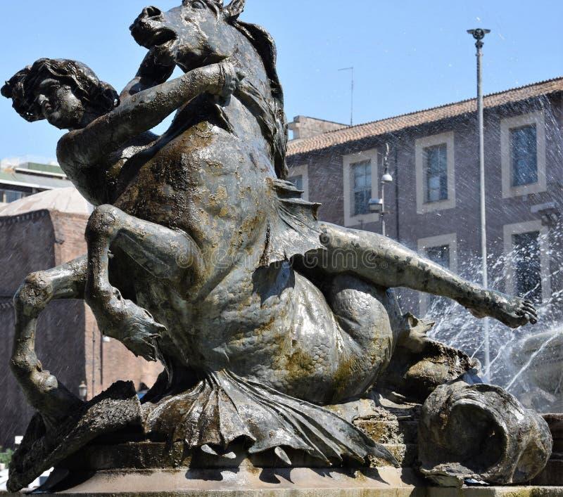 Piazza fontanny statua w środkowym Rzym obrazy stock