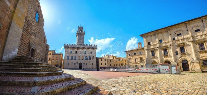 Piazza Grande e Palazzo Comunale em Montepulciano Toscânia, ele imagem de stock royalty free