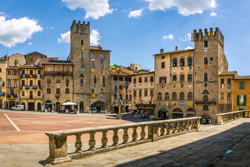 Piazza Grande il quadrato principale della città toscana di Arezzo, Italia fotografie stock libere da diritti