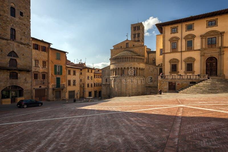Piazza Grande il quadrato principale della città toscana di Arezzo, Italia fotografia stock libera da diritti