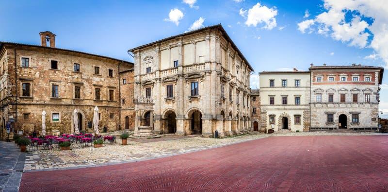 Piazza Grande in Montepulciano, Italia immagini stock libere da diritti