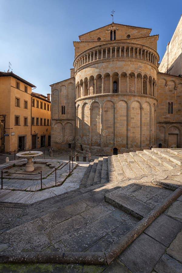 Piazza Grande o quadrado principal da cidade de tuscan Arezzo, Itália imagens de stock royalty free