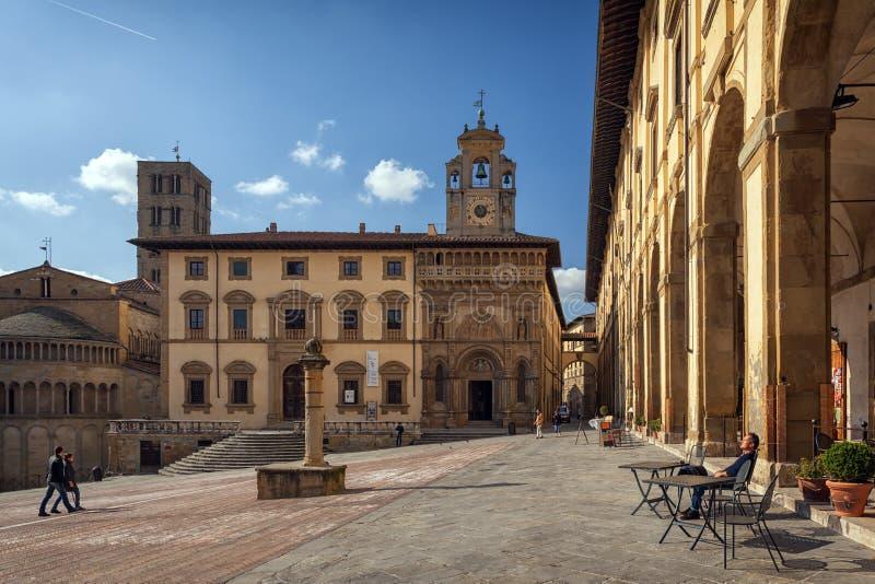 Piazza Grande o quadrado principal da cidade de tuscan Arezzo, Itália fotografia de stock