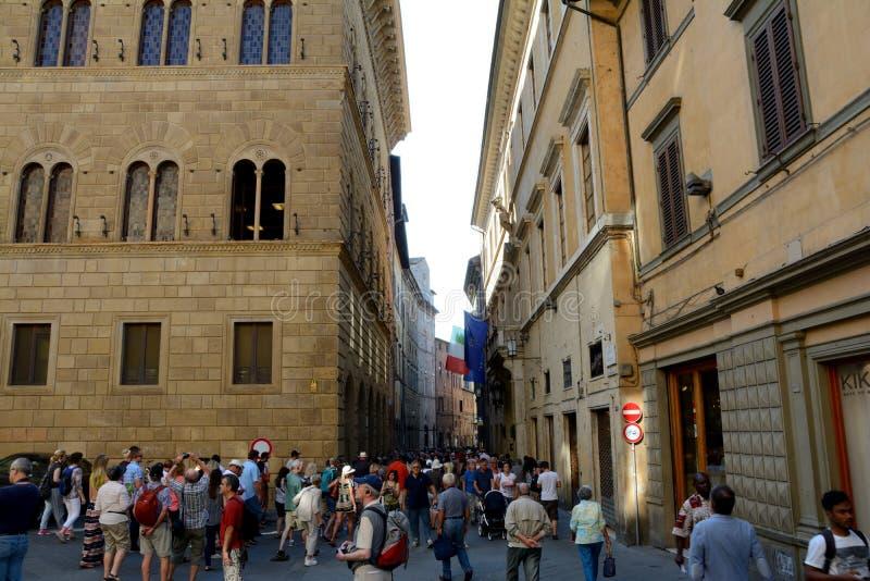 Piazza het vierkant van Salimbeni in Siena stad in Toscanië, Italië royalty-vrije stock foto's