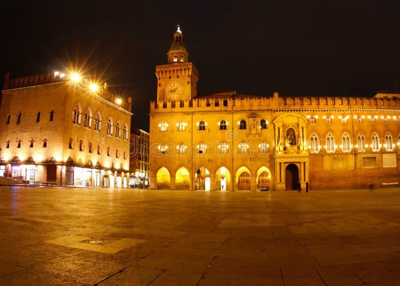 Piazza Maggiore bij nacht (Bologna, Italië) stock afbeelding