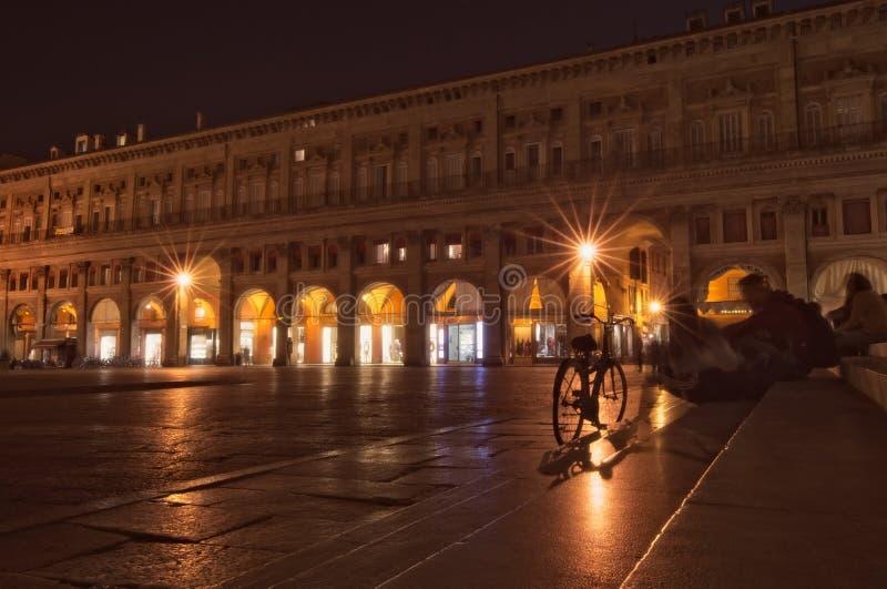 Piazza Maggiore på natten royaltyfri bild