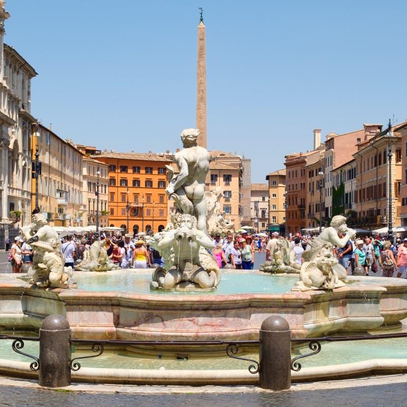 Piazza Navona in Rome op een mooie de zomerdag stock afbeeldingen