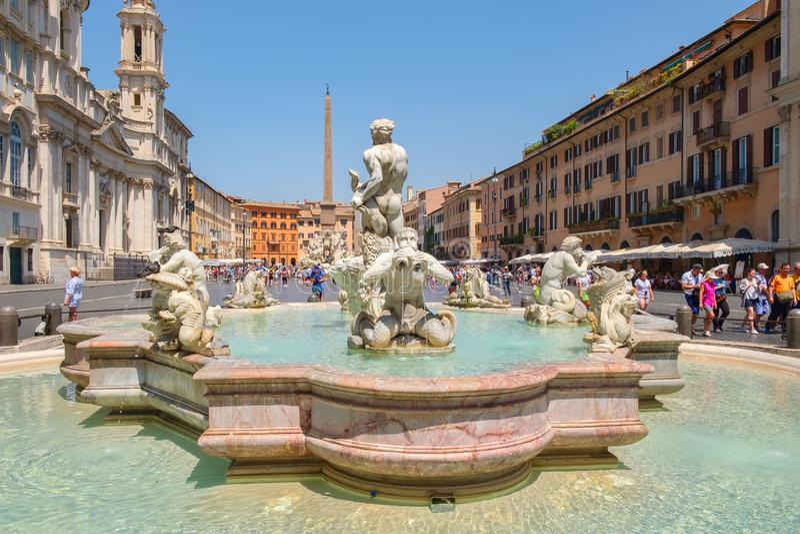 Piazza Navona in Rome op een mooie de zomerdag stock foto