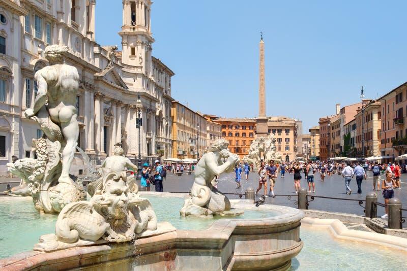 Piazza Navona in Rome op een mooie de zomerdag stock foto's