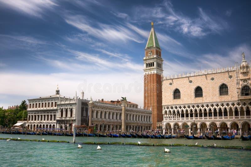 piazza s san venice för dogemarcoslott arkivfoto