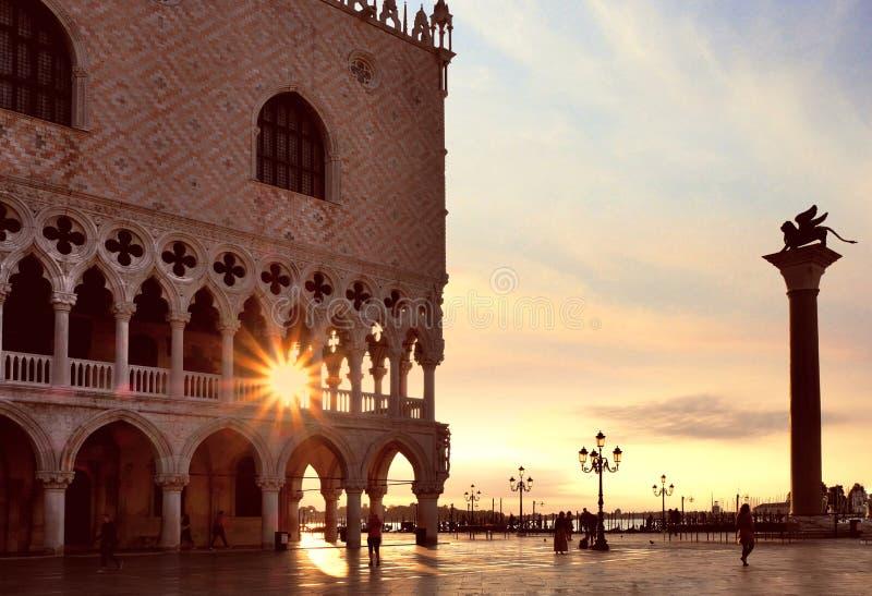 Piazza San Marco bij zonsopgang, Vinice, Italië royalty-vrije stock afbeelding