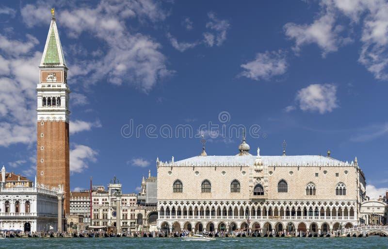 Piazza San Marco przeciw pięknemu niebu, Wenecja, Włochy fotografia stock