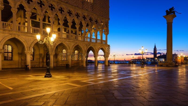 Piazza San Marco przy wschodem słońca, Vinice, Włochy Doża pałac (Palazz obrazy stock