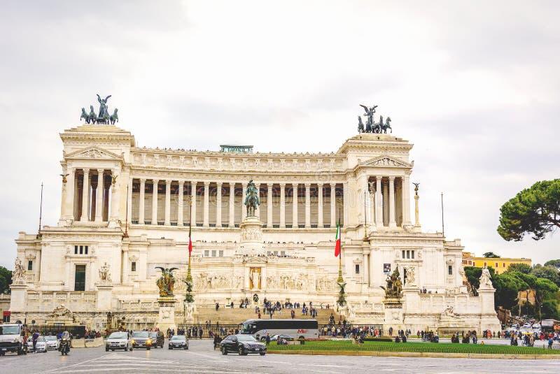 Piazza Venezia avec l'autel de la patrie à Rome images libres de droits