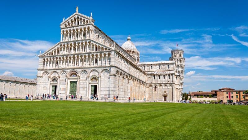 PiazzadeiMiracoli komplex med det lutande tornet av Pisa, Italien arkivfoton