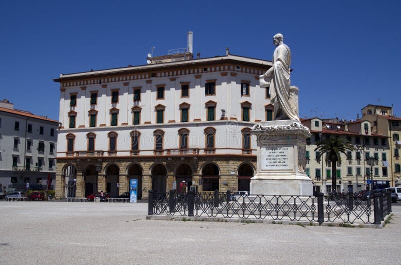 Piazzadella Repubblica med statyn av storslagna Duke Ferdinand III i Livorno, Italien royaltyfria foton