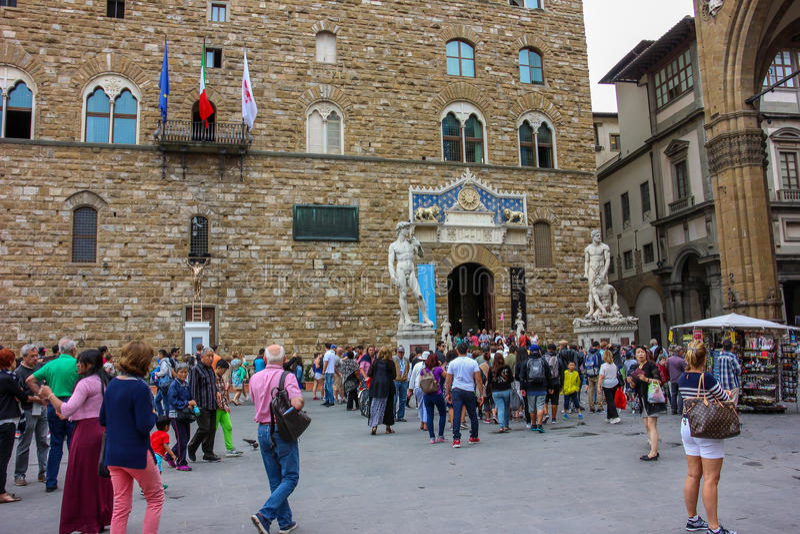 Piazzadella Signoria med Palazzo Vecchio i Florence, Tuscany, Italien royaltyfri foto