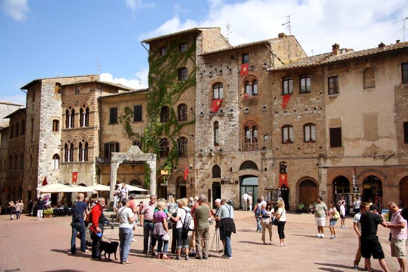 PiazzadellaCisterna i San Gimignano (Italien) arkivfoto