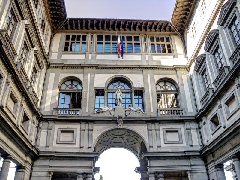 Piazzale-degli Uffizi, Galleria degli Uffizi (Uffizi-Galerie), Florenz, Italien lizenzfreie stockfotografie