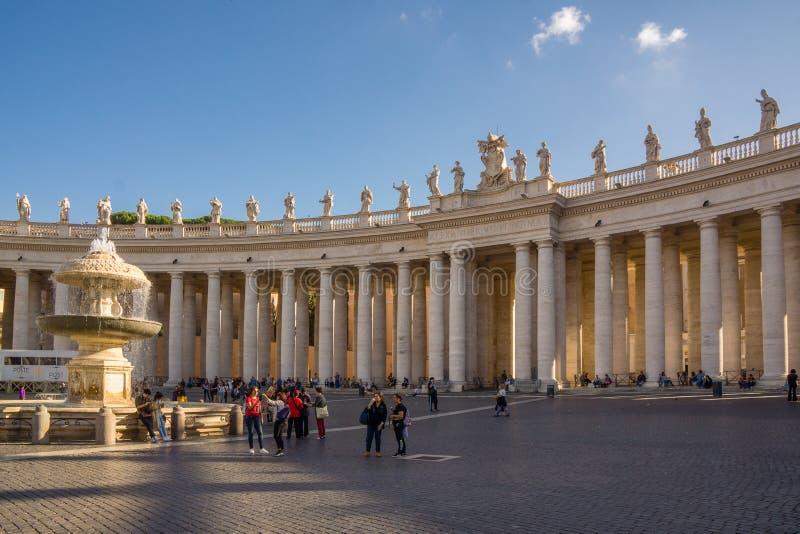 PiazzaSan Pietro solsken arkivbild