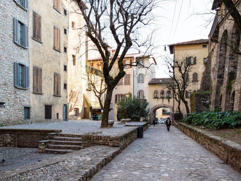 Piazzetta Luigi Angelini i övrestad av Bergamo royaltyfri foto