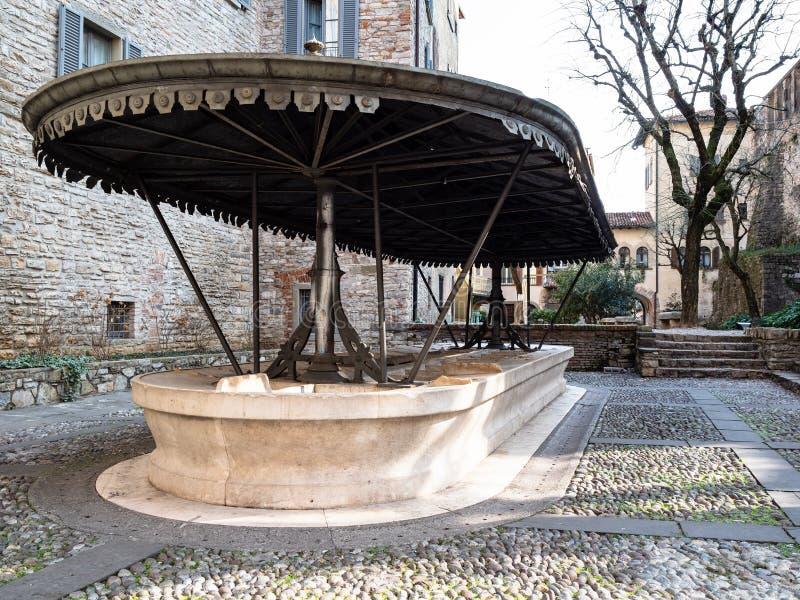 piazzetta Luigi Angelini i Bergamo Citta Alta royaltyfri foto
