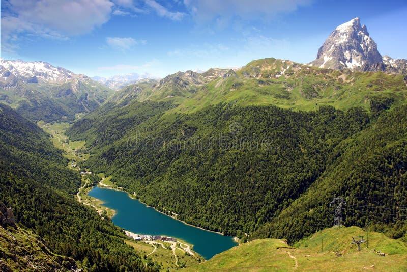 Pic du密地d ` Ossau在法国比利牛斯 库存图片