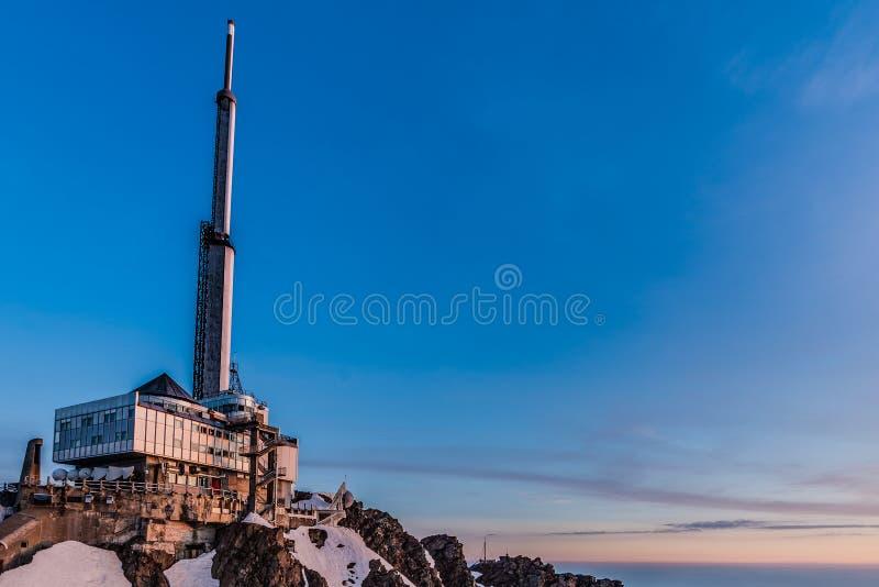 Pic du Midi TV-utsändningantenn, Frankrike arkivfoto