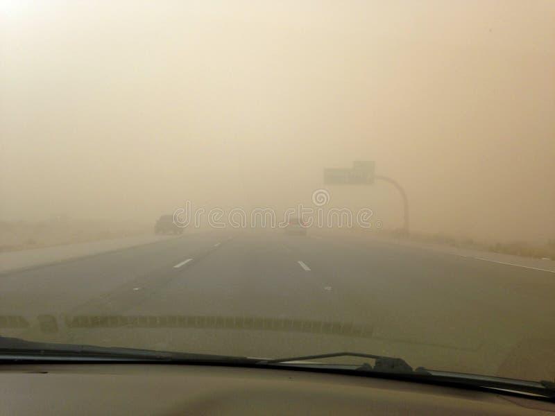 Picacho, Arizona/USA- 5 luglio 2018 che guida attraverso una tempesta di sabbia o immagine stock