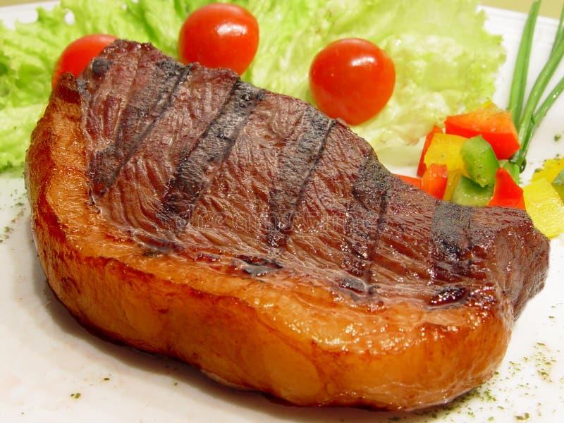 Picanha, Tapa de Cuadril, bife com salada imagem de stock royalty free