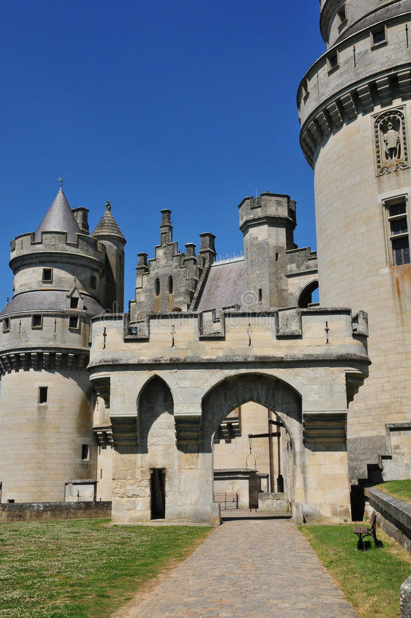 Picardie den pittoreska slotten av Pierrefonds i Oise royaltyfria foton