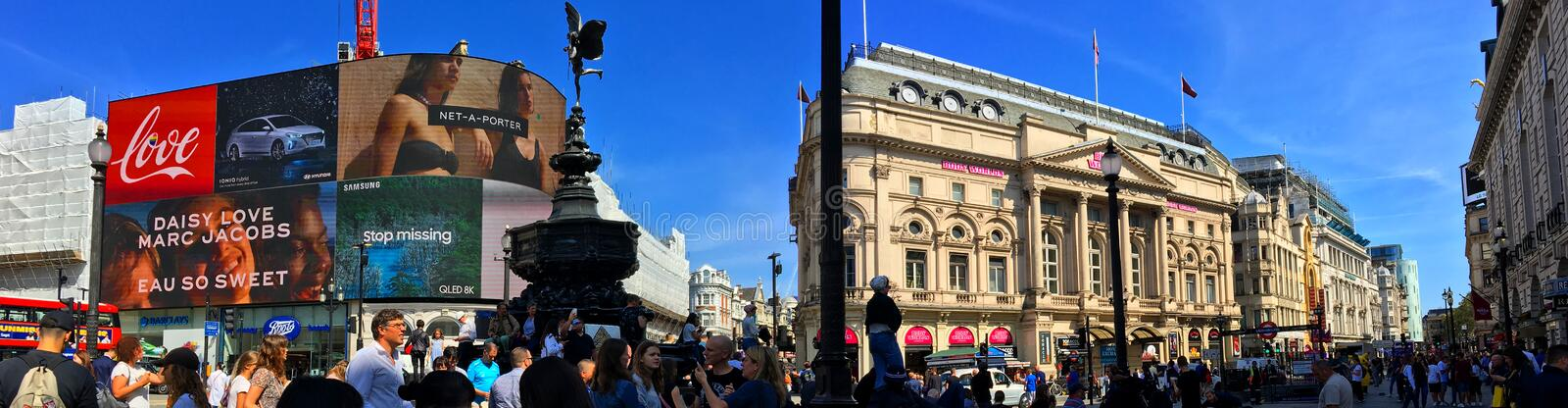 Piccadilly Circus an einem Sommertag stockfotos
